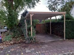 Carport met lichtdoorlatend dak